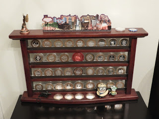 Display cabinet for silver strikes